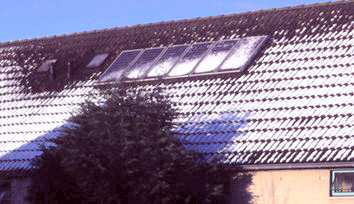 Melting snow on solar panels on slanted roof. Only when most of the snow is melted away, DC power of the panels will rise sharply, resulting in a power boost from the OK4 inverters.